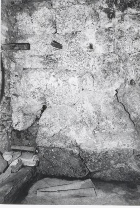 """BOJANO: particolare delle """"mura ciclopiche"""" di via Biferno."""