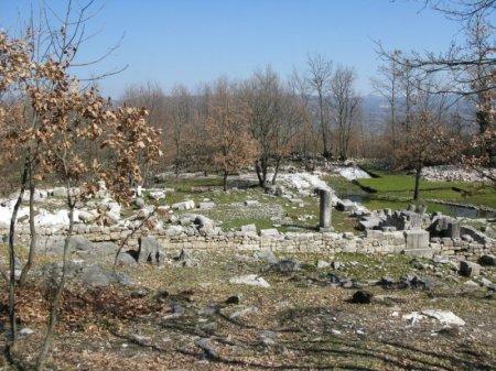 """Sepino: il """"tempio italico"""".(dal portale della regione Molise)."""