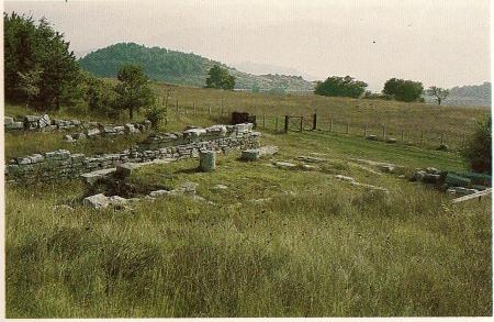 """Pietrabbondante: il """"tempio A""""."""
