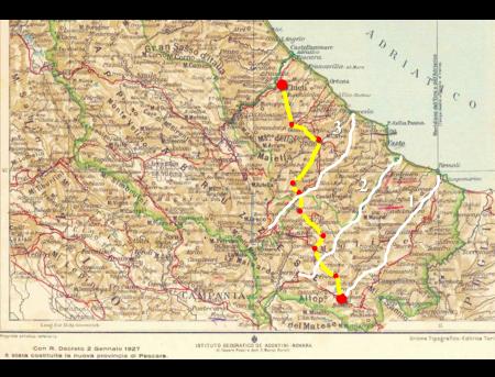 """Nella cartina: la """"transcollinare"""" o """"dorsale appenninica"""" dei Sanniti (linea gialla). Le 3 S. S. di """"fondovalle"""" (linea bianca). Le località (punto rosso) nell'ordine citate da La Regina tra Chieti (partenza) e Bojano (arrivo)."""
